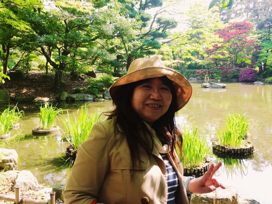 Masako, tuo paikallinen oppaani Fukuokan teehuoneella, toimii omotenashin tavoitteiden mukaan. Hänelle on turha yrittää tarjota korvausta pitkästäkään opaspäivästä.