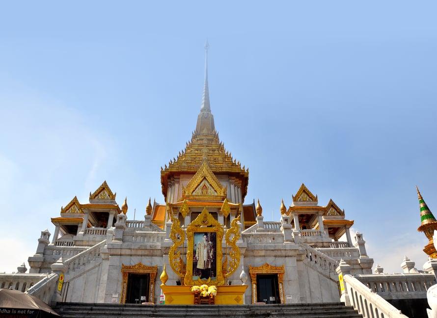 Wat Traimitin temppelissä ei ole koristeissa säästelty. Kuva: Johanna Elomaa