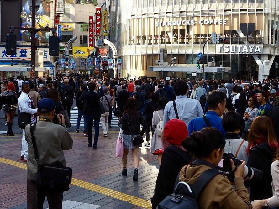 Päivällä Shibuyan risteys oli vielä normivilkas.