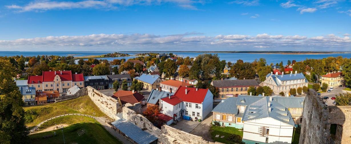 Haapsalun linnan tornista on upeat maisemat kaupungin ylle ja Itämerelle. Kuva: Shutterstock