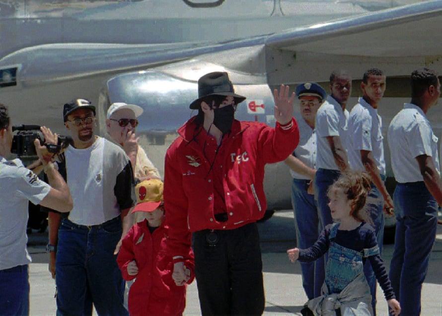 Michael Jackson nähtiin julkisuudessa usein lasten seurassa. Kuva: Reuters
