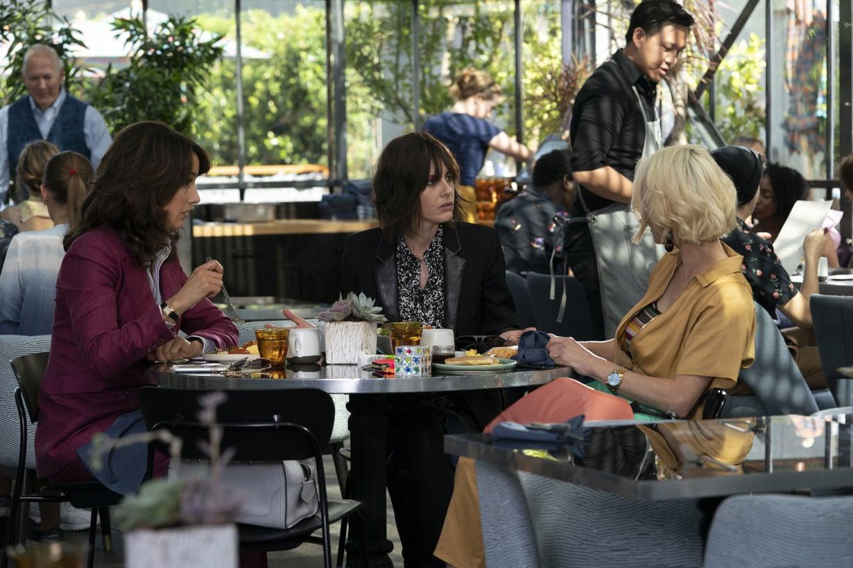 Bette, Shane ja Alice ovat palanneet!  Hahmojen näyttelijät Jennifer Beals, Leisha Hailey ja Katherine Moennig ovat olleet myös tuottamassa L-koodi: Generation Q -sarjaa.