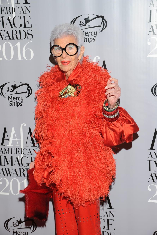Iris Apfelista on tehty muun muassa dokumentti ja näköis-Barbie-nukke.