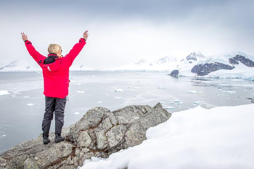 Anna-Katri suosikkipaikassaan eli Etelämantereella.