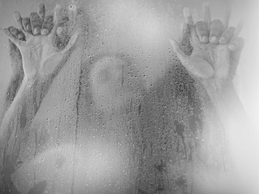 Eroottiset tarinat virittävät naiset paremmin kuin esimerkiksi pornon katselu, uskoo seksuaaliterapeutti Armi Valkia.