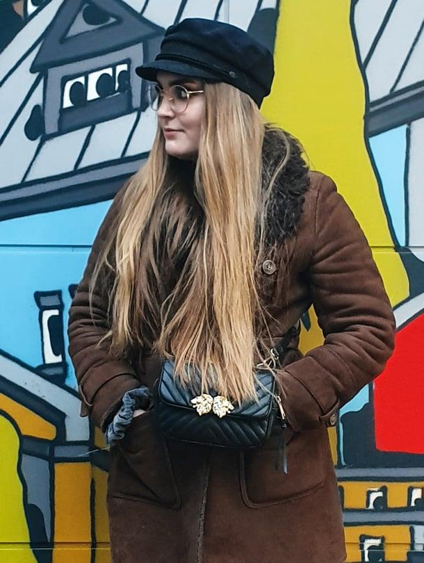 Aurora Vatanen sanoo valmistautuvansa yleensä huolellisesti työhaastatteluun, myös asuvalinnoillaan, mutta tällä kertaa videohaastattelu yllätti.