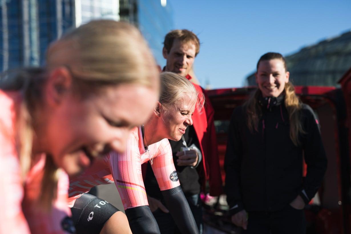 Maantiepyöräilyä harrastava Lotta Siiriäinen rakastui lajiinsa ensi lenkillä. Kuva: Oskari Pulkkinen