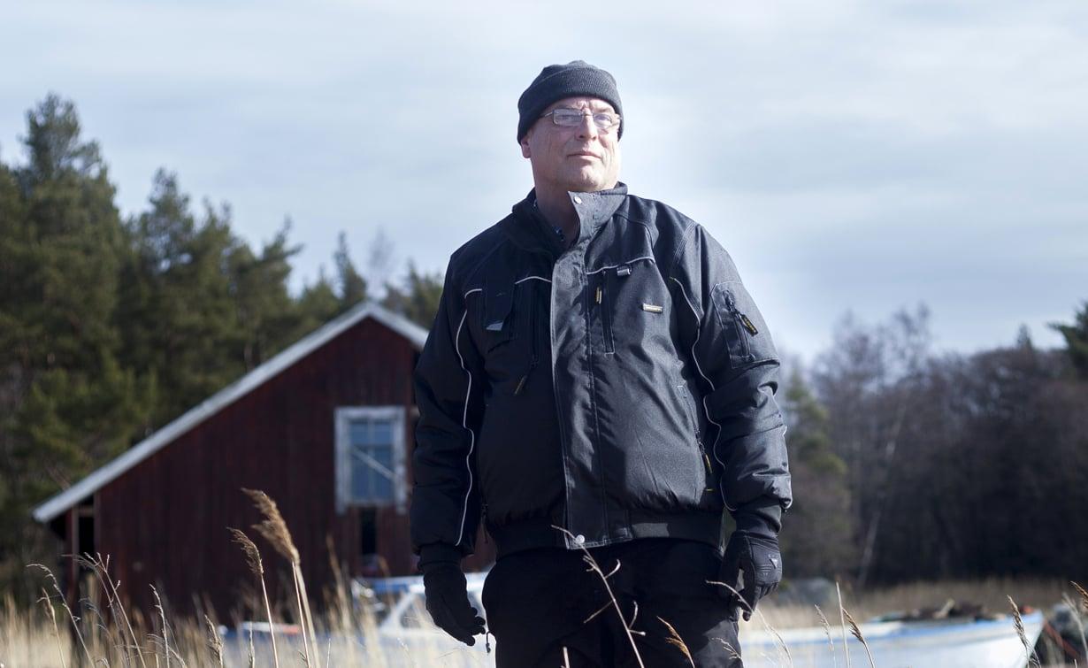 """Patrik Finneman on pudonnut jäihin kaksi kertaa. """"Vaikka meri melkein vei elämäni, se on minulle ennen kaikkea mielenrauhan lähde"""", Patrik sanoo. Kuvat: Sanni Saarinen"""