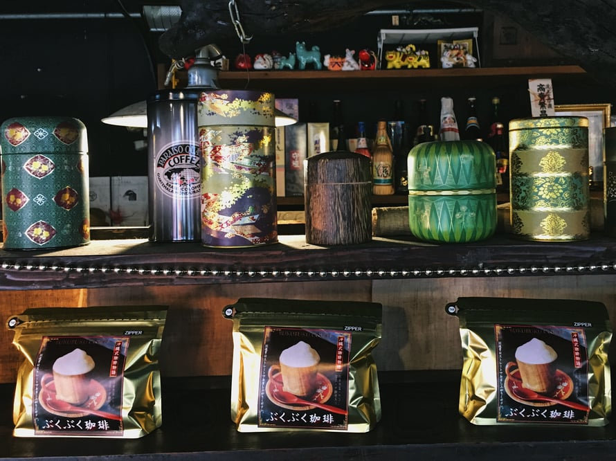 Myös kotiin voi ostaa bukubuku-teetä, mutta se kaipaa parikseen Okinawan kovaa vettä.