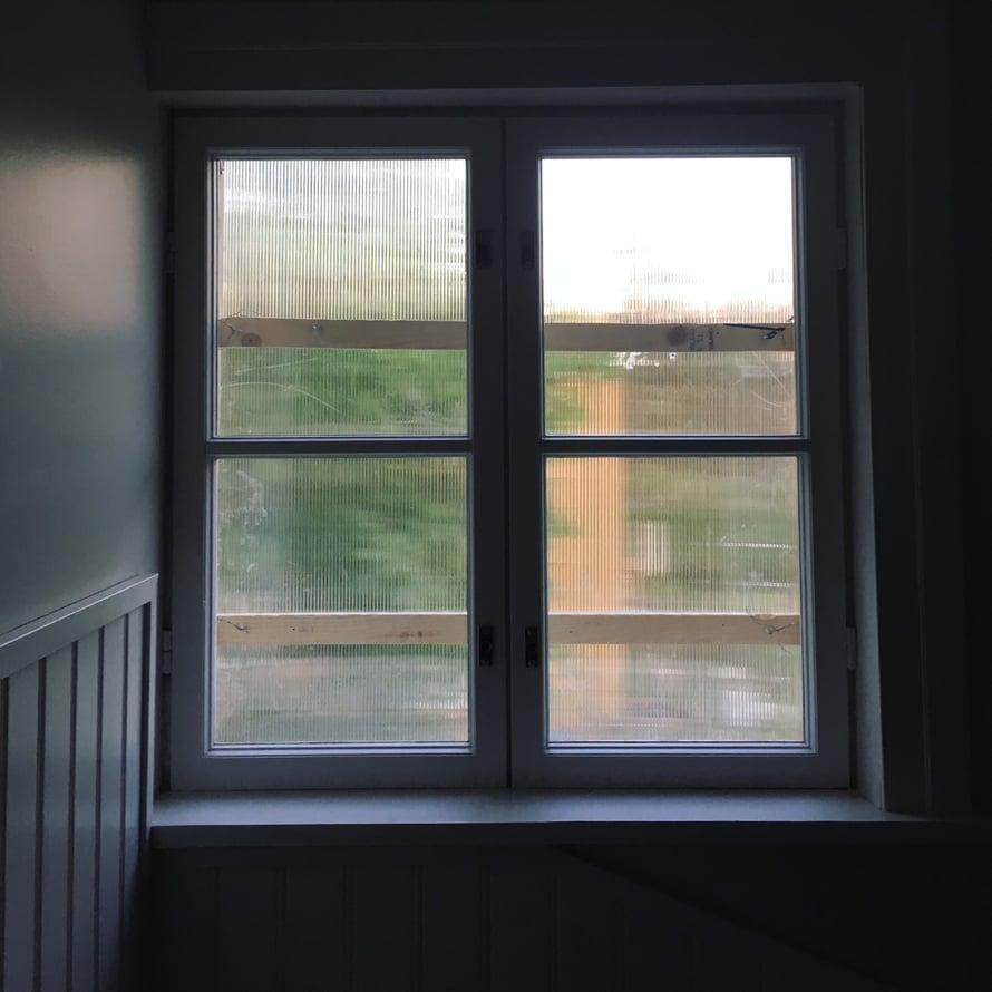 Pesemättömät ikkunat eivät haittaa, kun ikävä kyllä remontti vyöryy päälle.