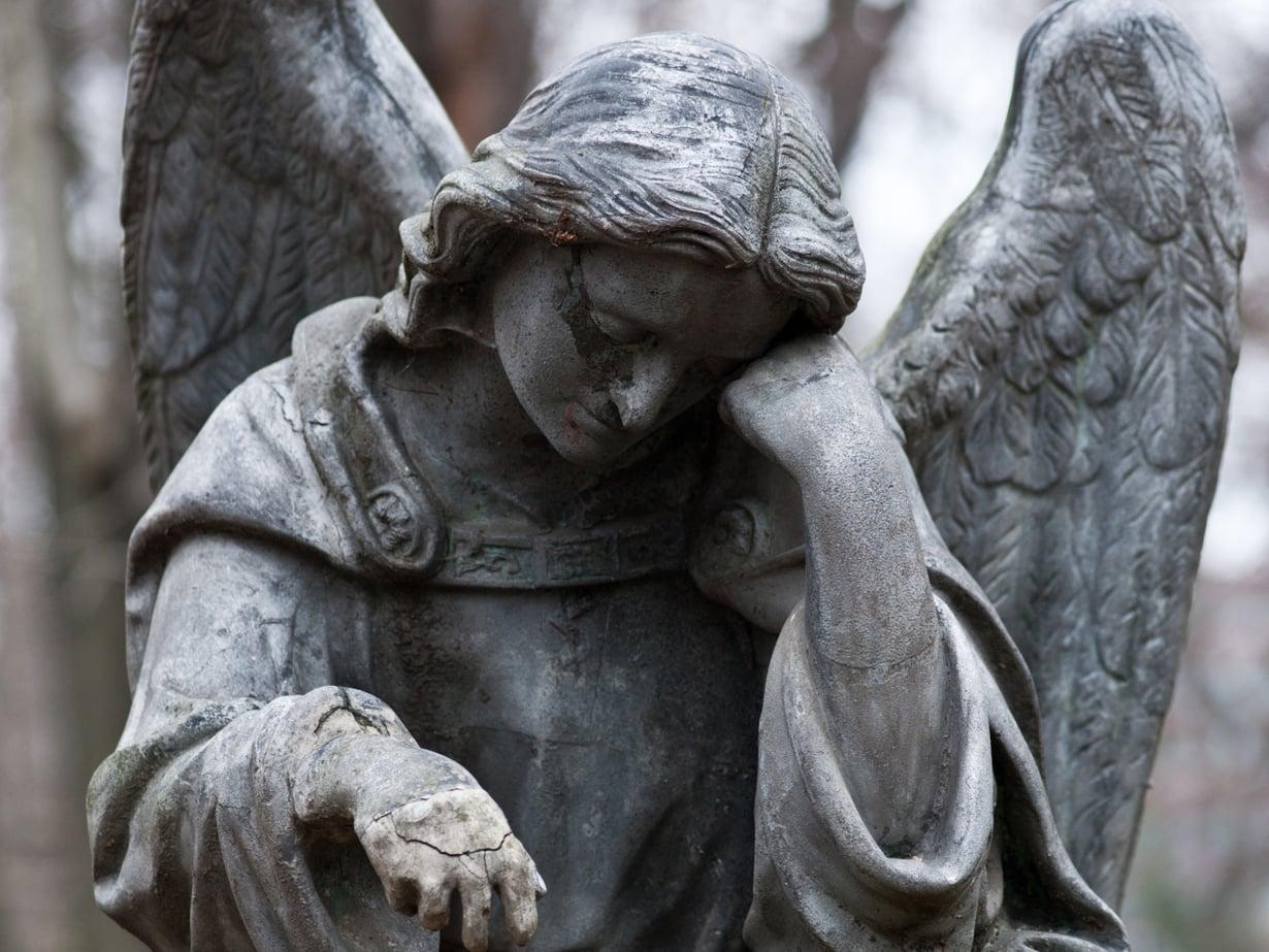 Läheisen menettäminen voi laukaista surutulehduksen. Kuva: Shutterstock
