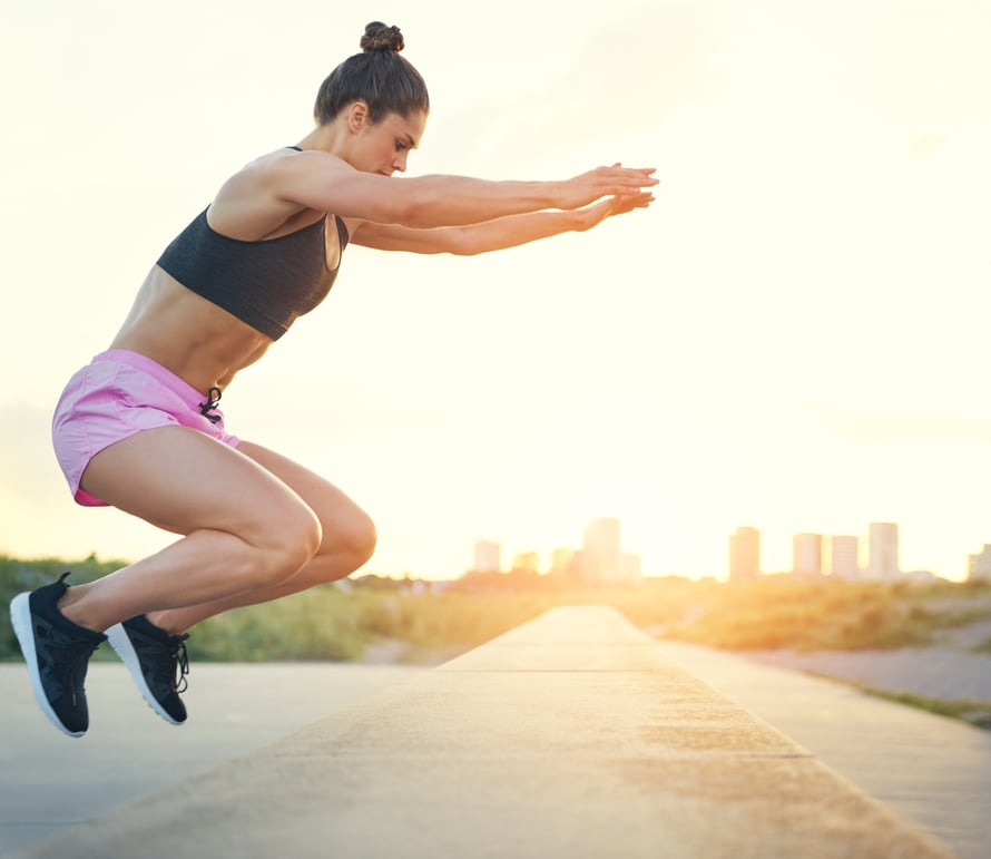 """Vauhditon pituushyppy paljastaa, paljonko jaloissasi on ponnistusvoimaa. Kuva: <span class=""""photographer"""">Shutterstock</span>"""