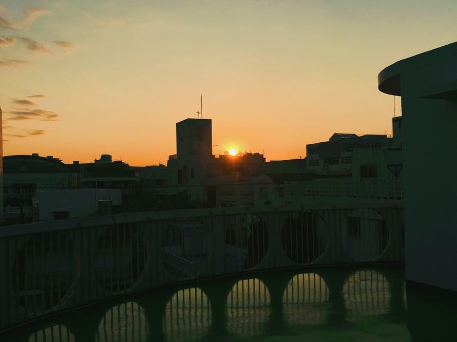 Parvekeparhautta: auringonlasku, joka kestää pitkään.