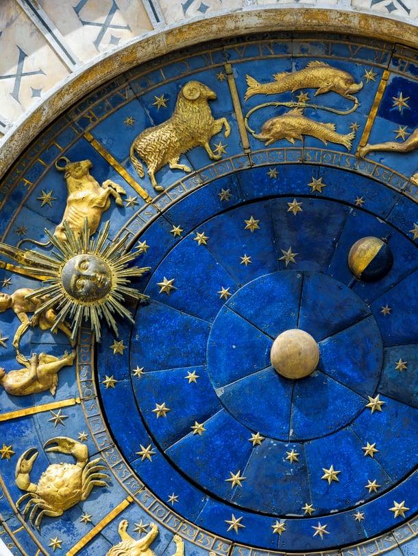 """Epävirallisempi astrologia tuntee myös aurinkomerkin Muumit, joka ei ole aamu- eikä iltaihminen vaan haluaa koko ajan nukkua. Kuva: <span class=""""photographer"""">Shutterstock</span>"""