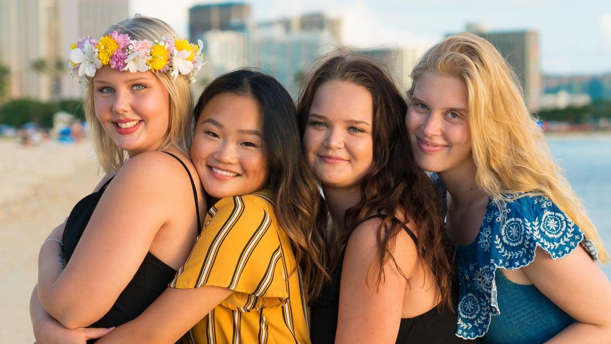 Annikka Kangasniemi, Talvikki Eskola, Emma Termonen ja Amma Björn lähtivät au pairiksi Havaijille.