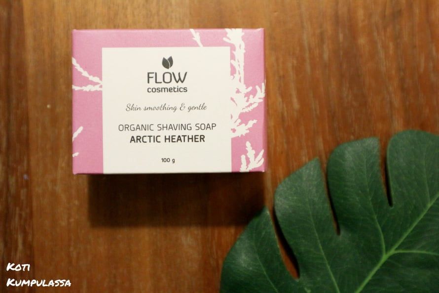 Flow Cosmeticsin Sheivaussaippua tekee ihokarvojen ajelusta helppoa ja hellävaraista.