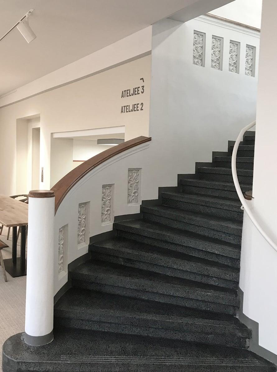 Vanhoissa portaissa on tunnelmaa.