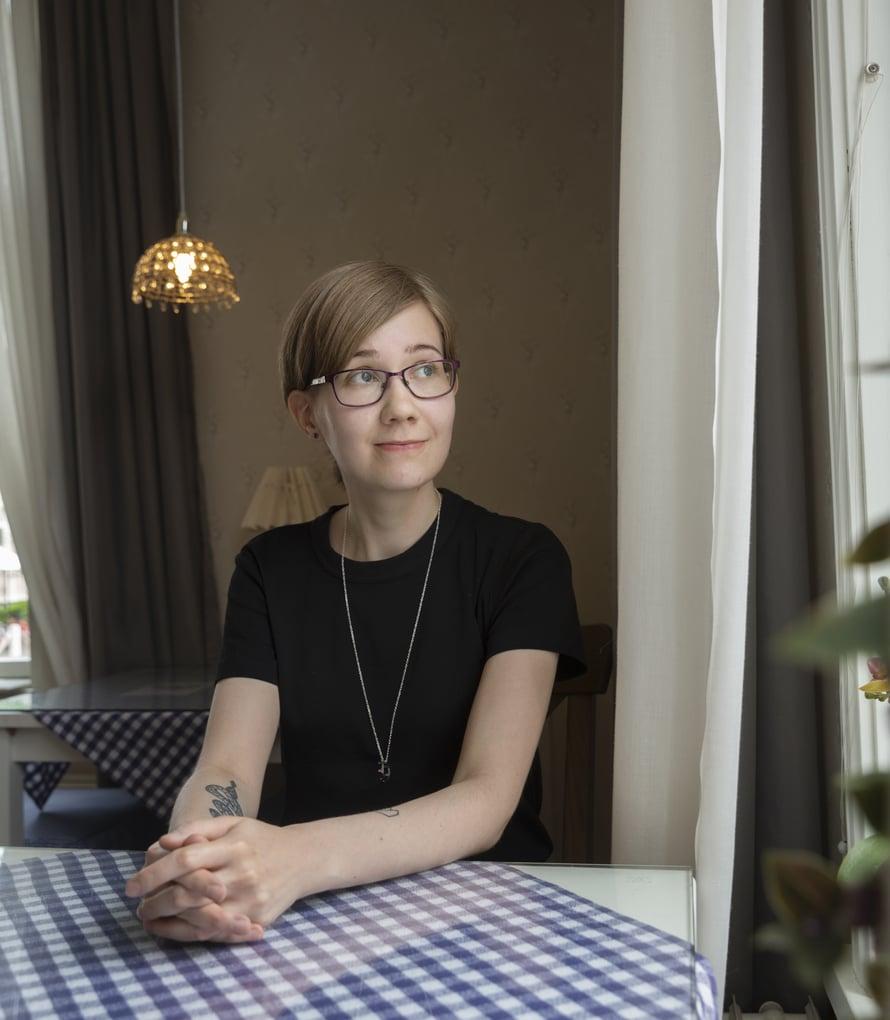 Pinja Hiltunen on valmistumassa kotitalousopettajaksi, ja tahtoisi olla oppilailleen turvallinen aikuinen.
