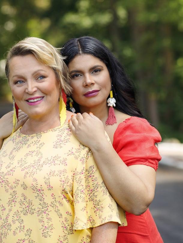 Sari Ervastin ja hänen tyttärensä Minttu Murphy-Kaulasen perheessä riittää rakkautta.