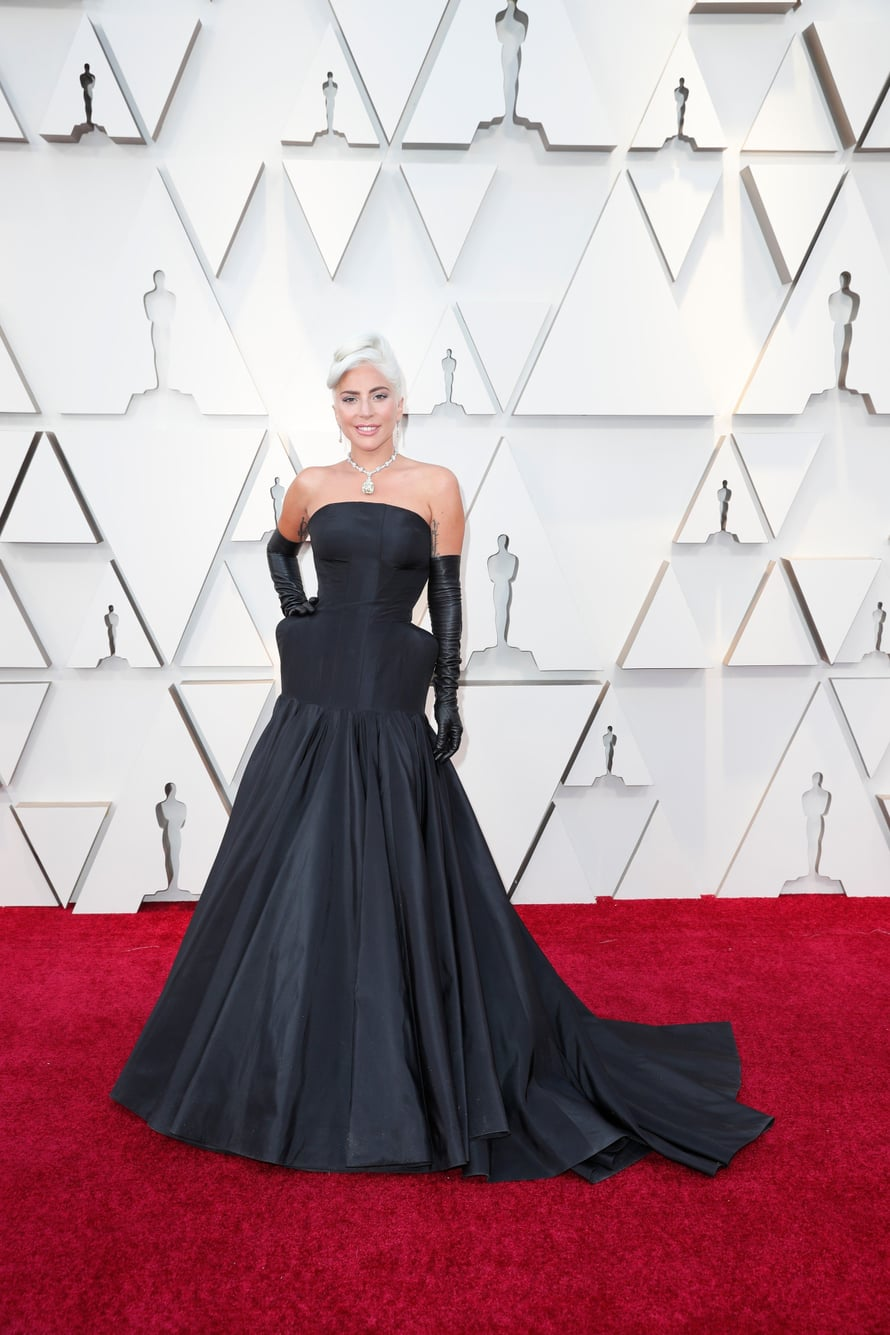 Parhaan laulun Oscarilla palkittu poptähti Lady Gaga luotti Oscar-gaalassakin Alexander McQueenin iltapukuun ja Tiffanyn timantteihin.