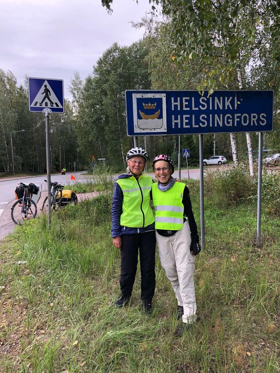 23 päivän pyöräilyn jälkeen Marja ja Tuija pääsivät Helsinkiin.