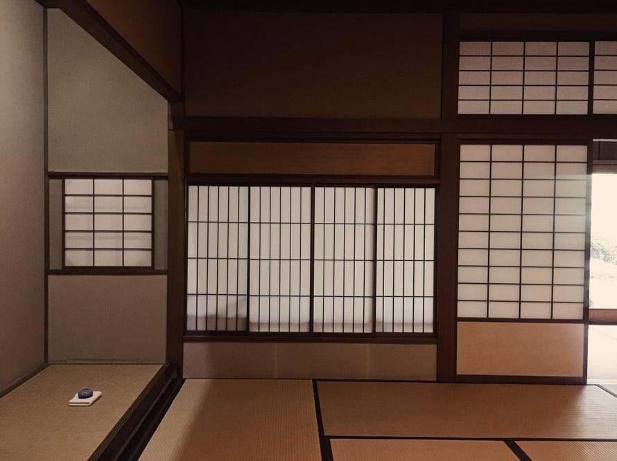 Hämärässä teehuoneessa ja intensiivisessä seremoniassa oli vaikea ottaa kuvia. Pahoittelen näiden heikkoa laatua.
