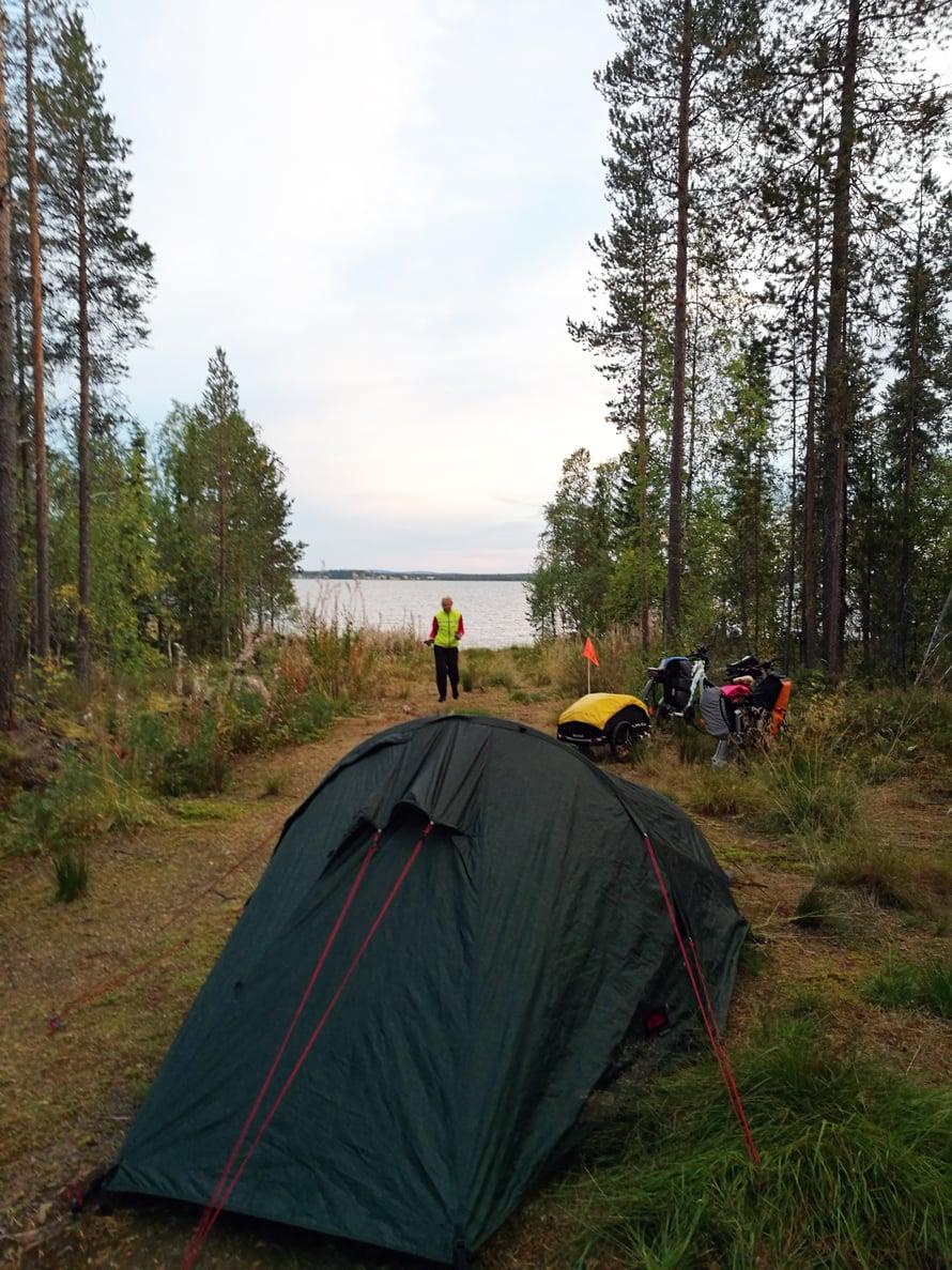 Sodankylässä leiriydyttiin Orajärven rannalla.
