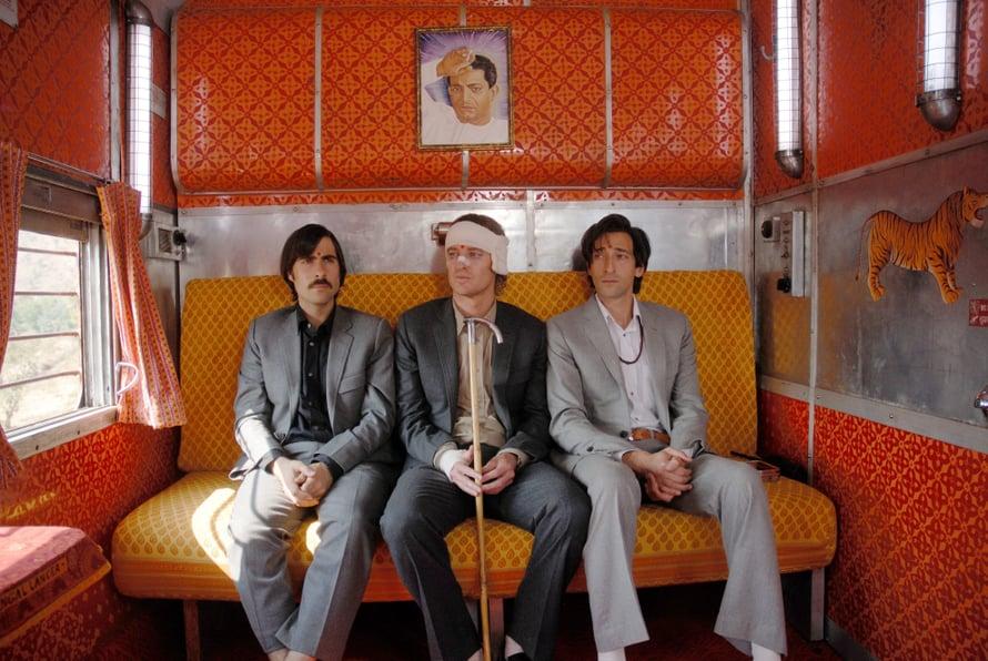 Jason Schwartzman, Owen Wilson ja Adrien Brody näyttelevät pääosia Darjeeling Limitedissä.