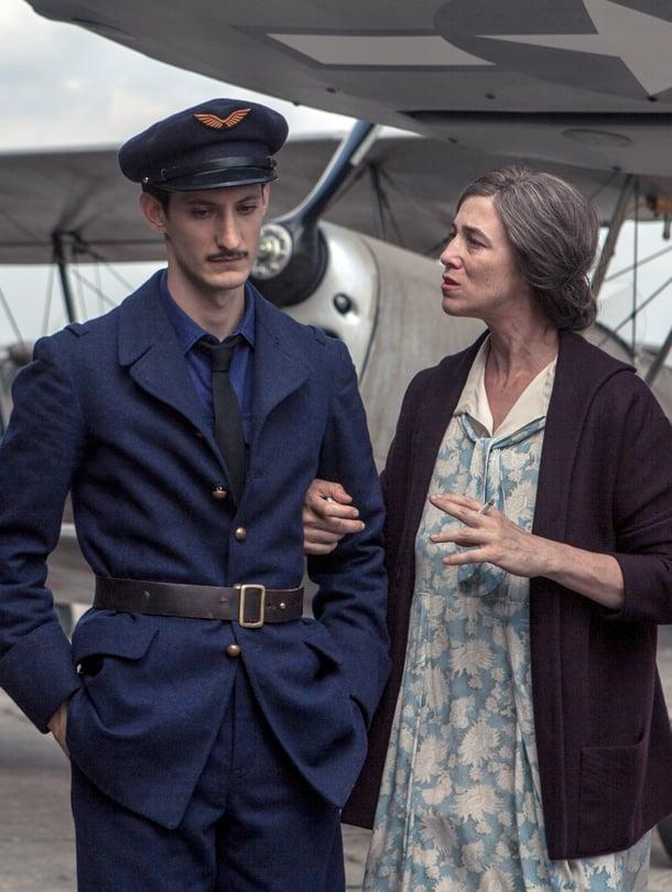 Pierre Niney ja Charlotte Gainsbourg ovat mitä mainioimpia elokuvassa Aamunkoiton lupaus.