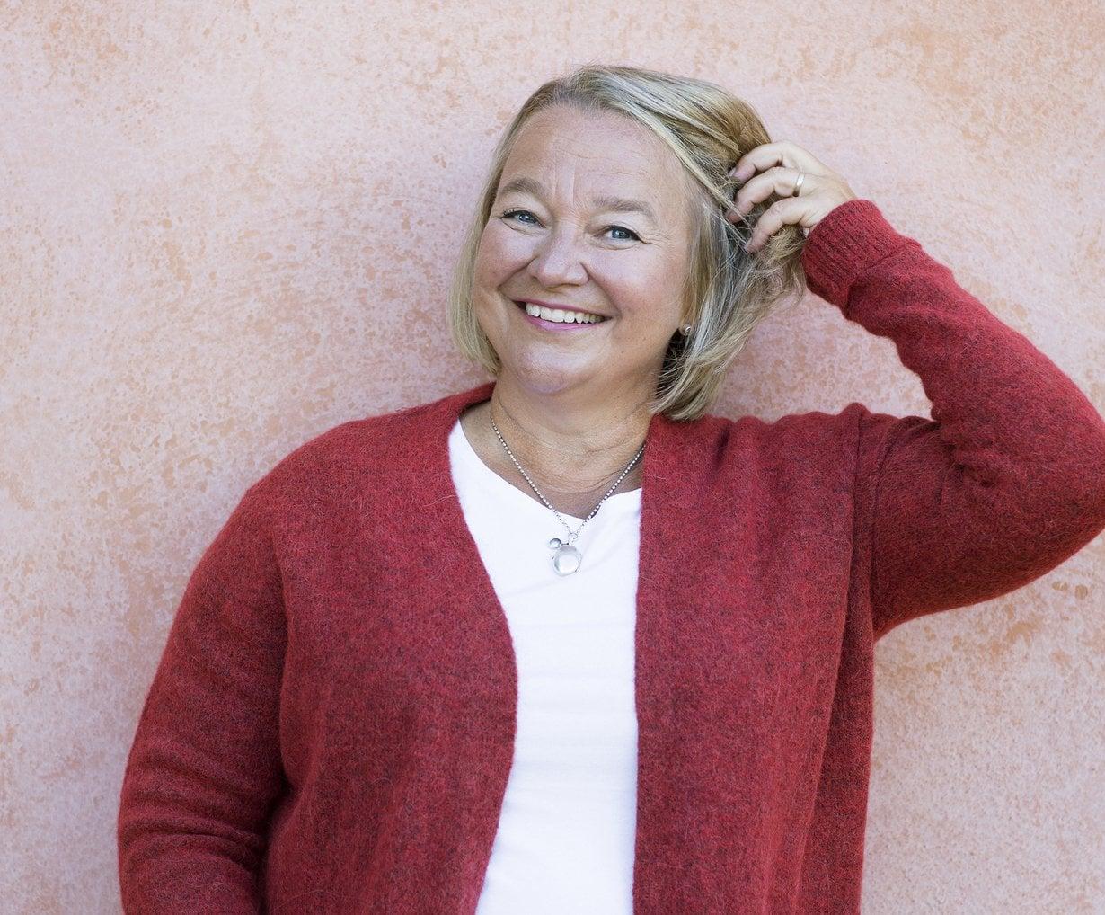 """""""Ministeriaikoina oli joskus niin kiire, että iloisuus ja luovuus katosivat stressin takia, ja pinna kiristyi äärimmilleen"""", Sydänliiton pääsihteeri Tuija Brax muistelee. Kuvat: Pia Inberg"""