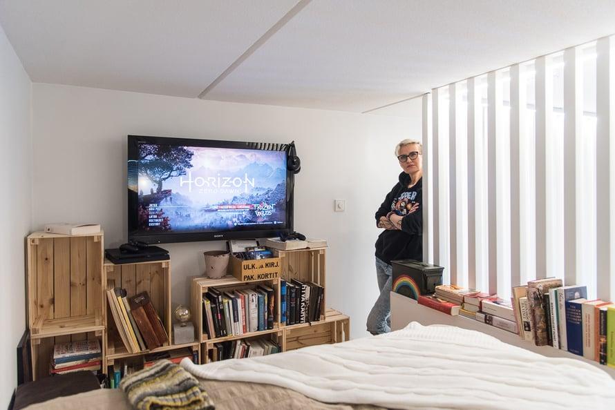 Parvelle Milja on rakentanut erilaisia tasoja muun muassa televisiolle. Kuva: Miljan kotialbumi