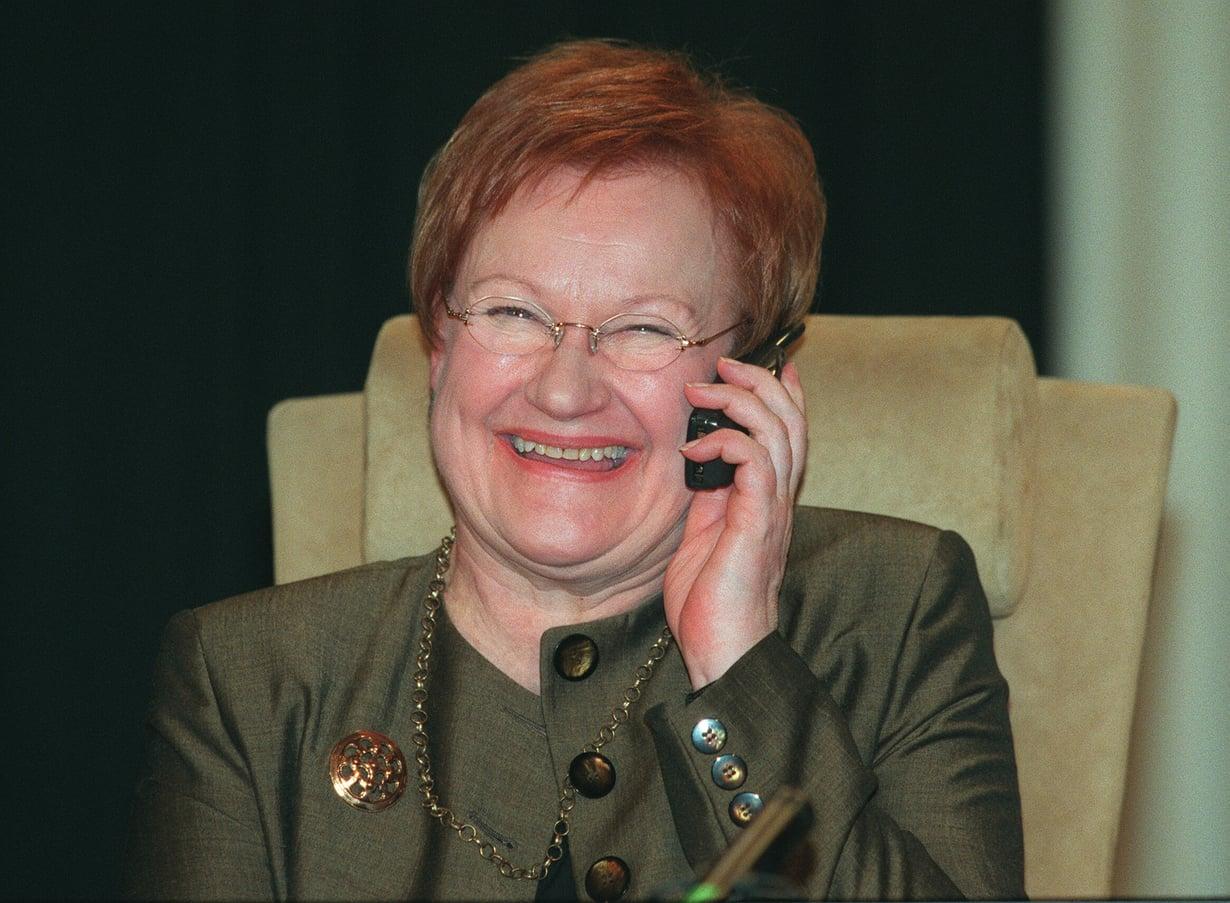 Jaa'a, mitenhän presidentti Tarja Halonen käyttää kännykkäänsä?