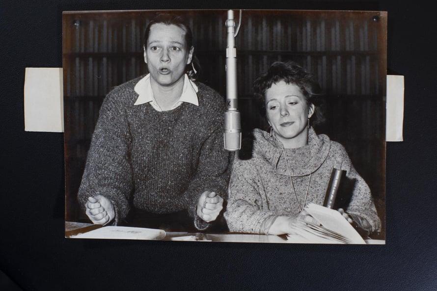 Radiokuunnelmaa tekemässä. Marja-Leena äänessä Susanna Haaviston kanssa. Kuvat: Koukin kotialbumi