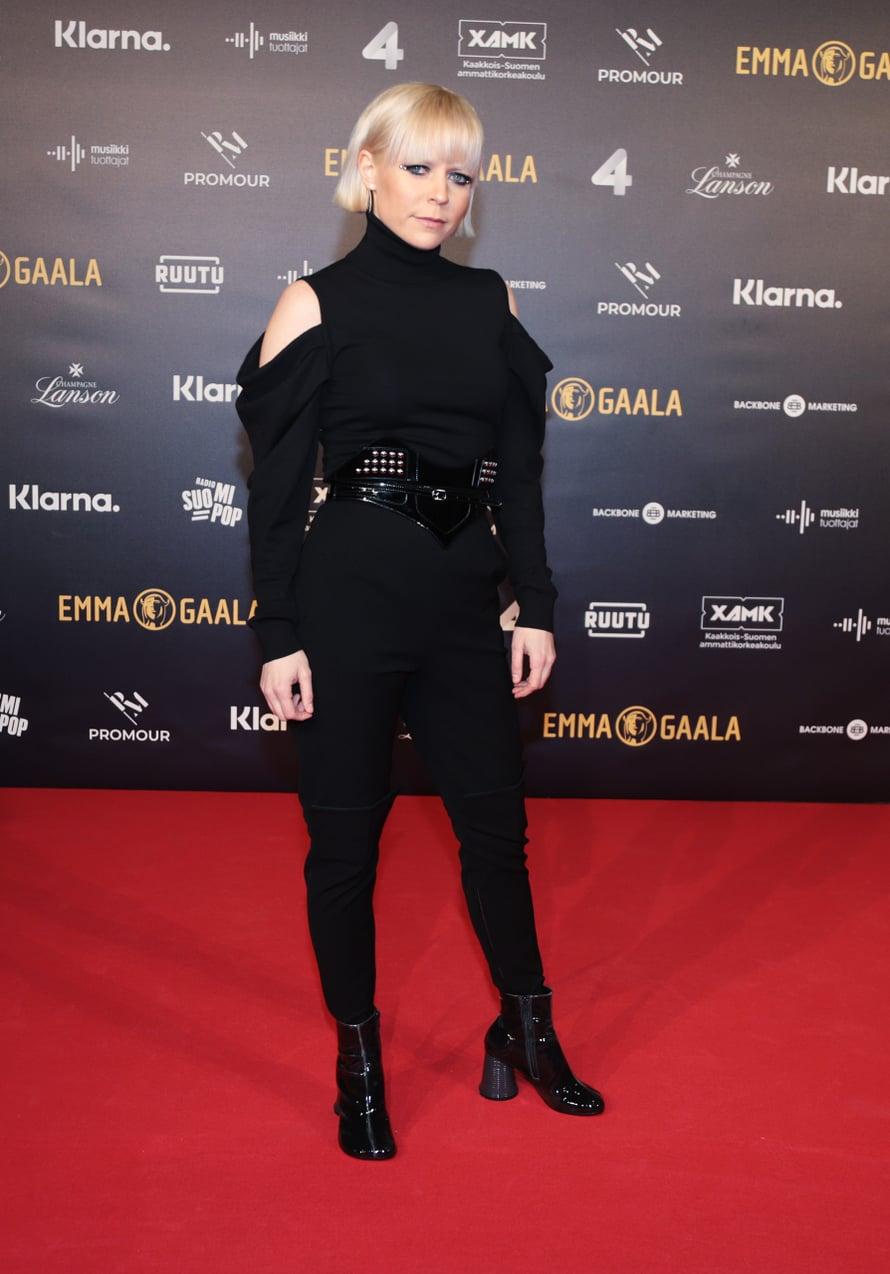 Vuoden live -Emmalla palkittu Paula Vesala luotti dramaattiseen mustaan.