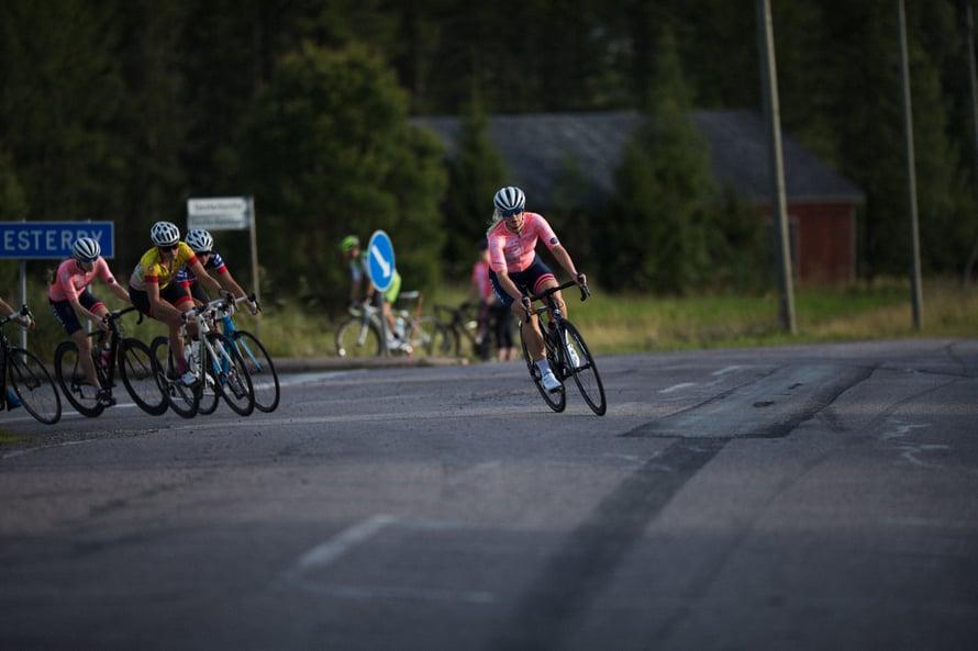 Lotta Siiriäinen on oman seuran järjestämän osakilpailun keulassa. Kuva: Oskari Pulkkinen