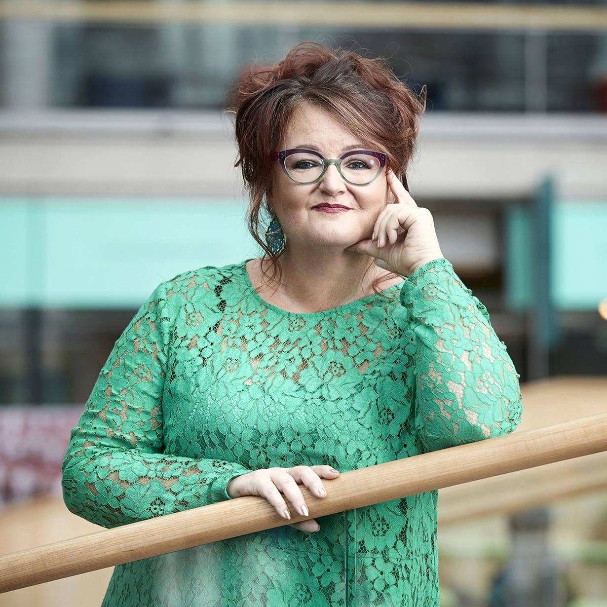 Anna-Stina Nykänen on porvoolainen toimittaja, joka ihastelee arjen rumuutta. Kuva: Jaakko Lukumaa