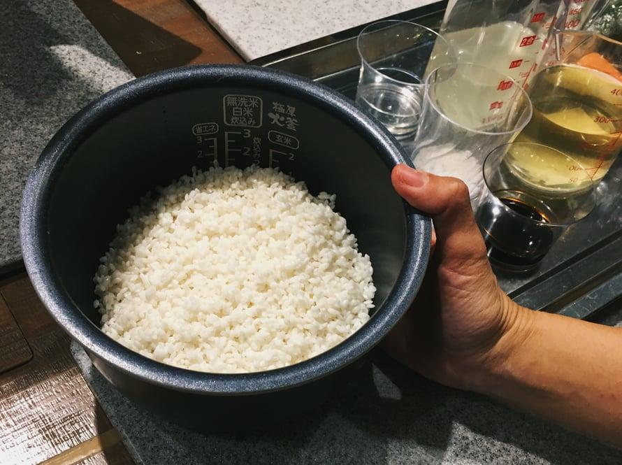 Jyusi-riisi on turvonnut vedessä jo tunnin ennen keittämistä.