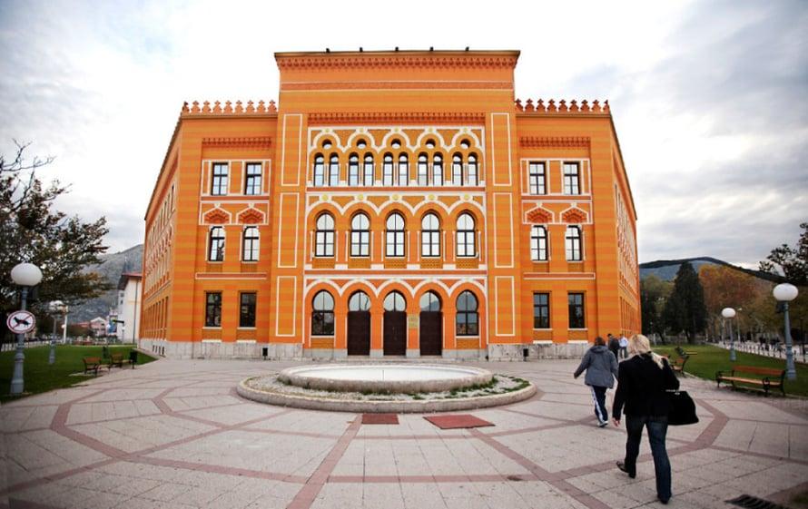Mostarin rauhankoulu on Pilvin mielestä esimerkki siitä, miten yhteistyöllä ja sinnikkyydellä saa mahdottomaltakin tuntuvia asioita aikaan.