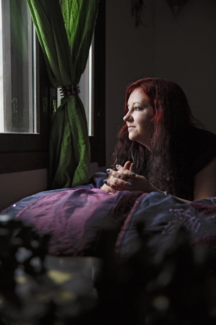 Anna Eronen on iloinen, jos voi herätellä naisia tarinallaan.