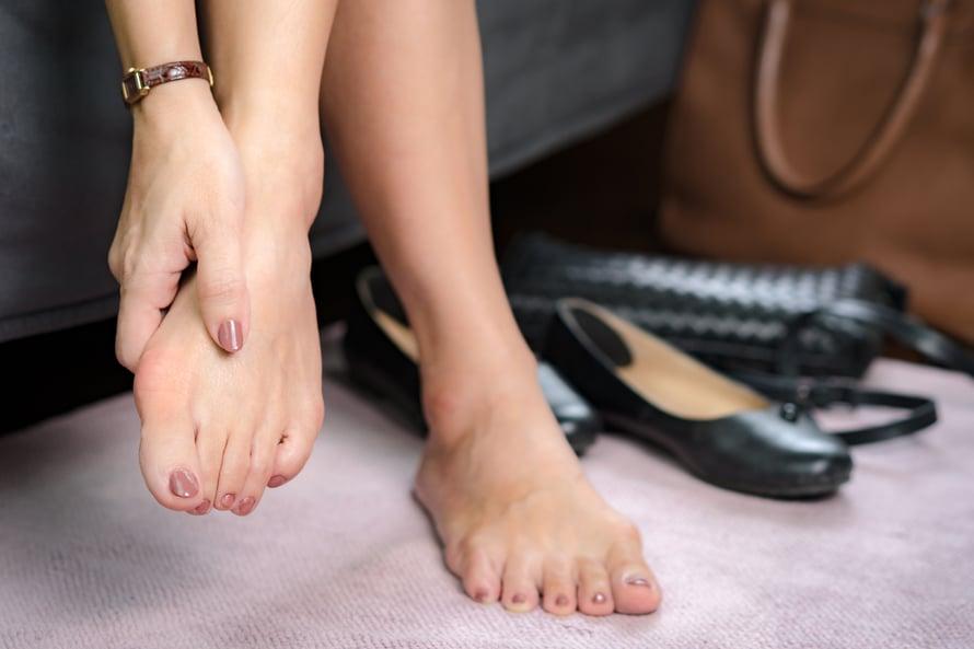 Kivulias vaivaisenluu saattaa vaikeuttaa kävelyä.