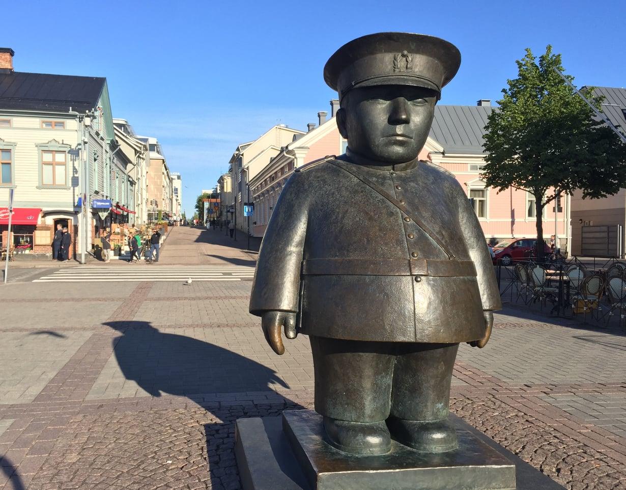 Kas, Suomen kuuluisin ja kovapintaisin polliisihan se siinä. Hänkin on oululainen. Kuva: Shutterstock