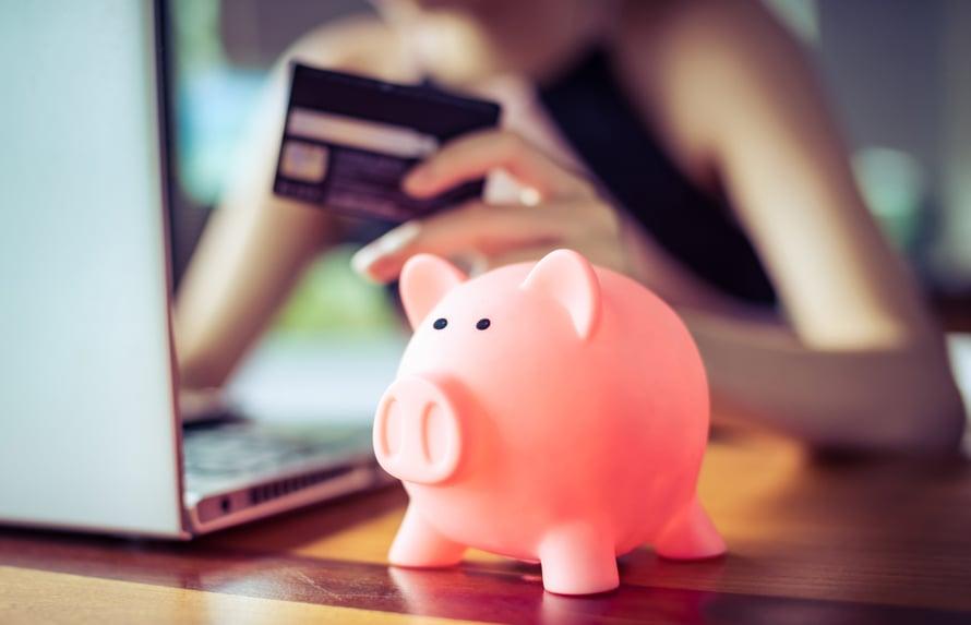 Rahapuhetta -tutkimuksesta selvisi, että 17 % vastanneista ei tule säästämään eläkepäiviä varten.