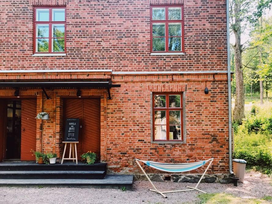 Pesutupa on vuodelta 1860, ja nyt siinä on kahvila.
