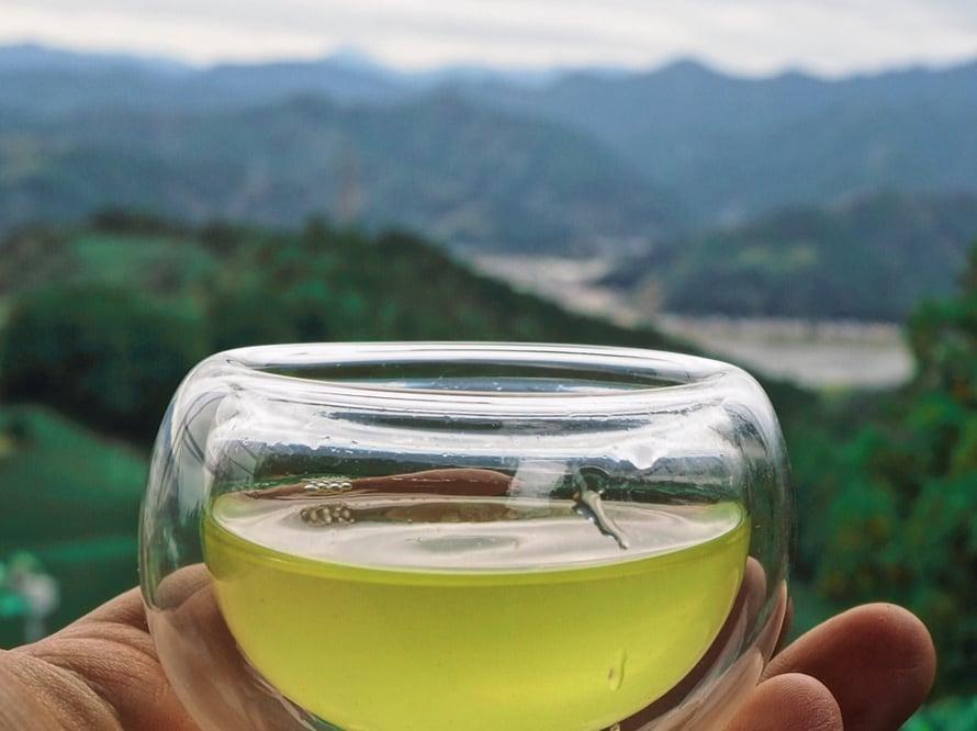 Kuuluisa Akito-lasi. Iittalankin kupeista joimme välillä teetä tänään.