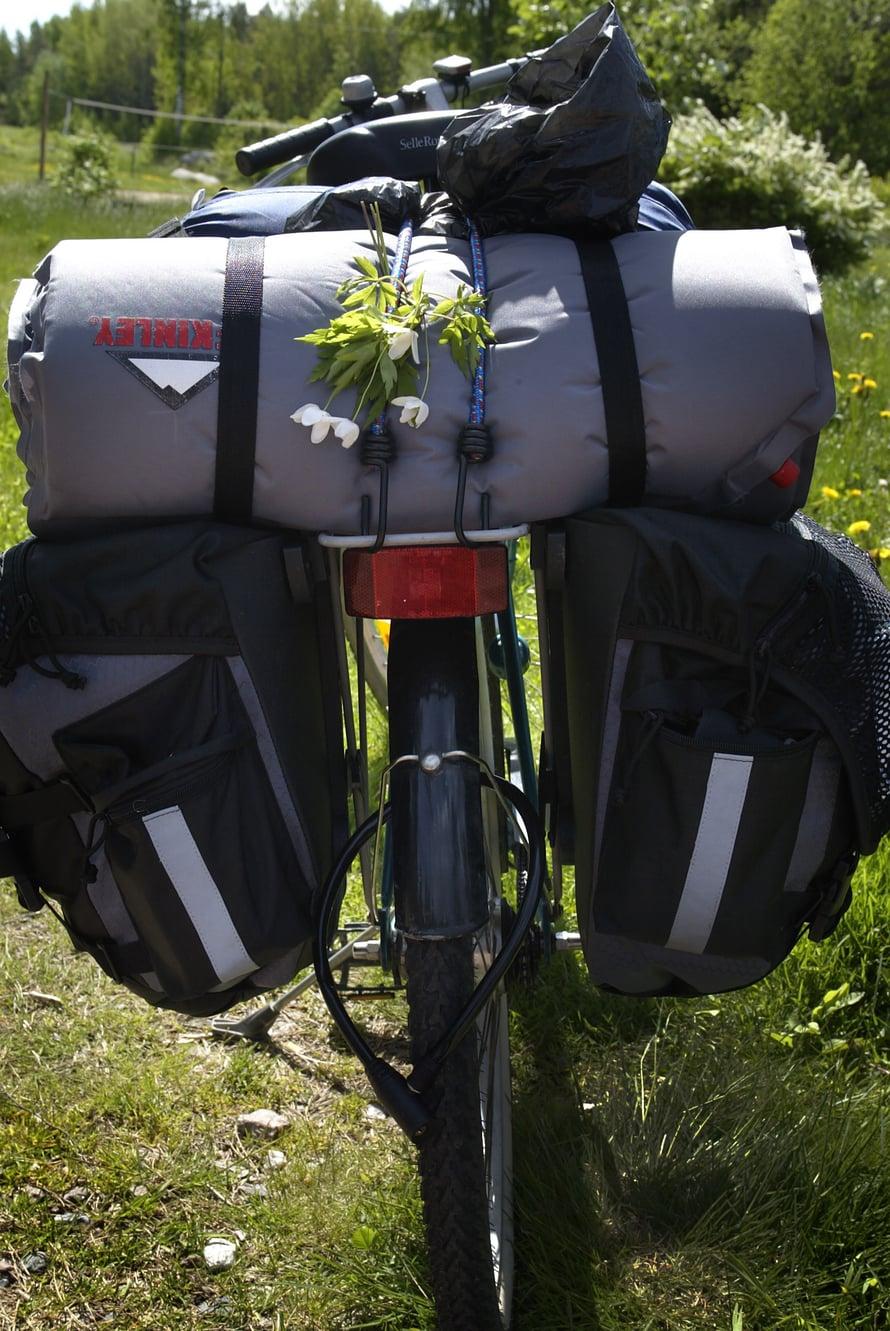 Saaristokohteisiin voi tutustua myös pyörän selässä.