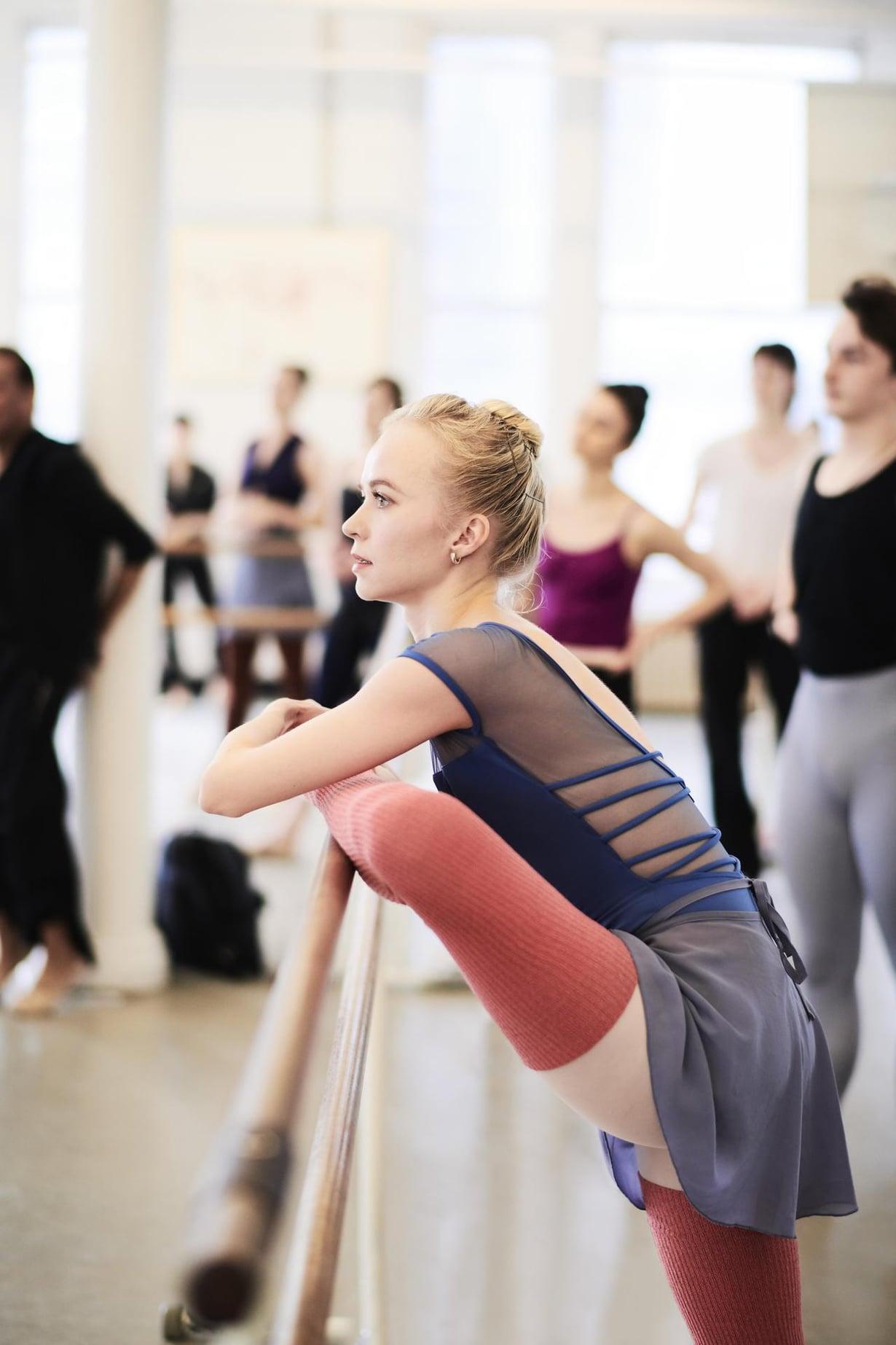 """""""Balettimaailman huipulla ei ole helppoa. Kritiikkiä kuulee jatkuvasti, mutta itse on silti itsensä pahin vihollinen"""", Elina sanoo."""