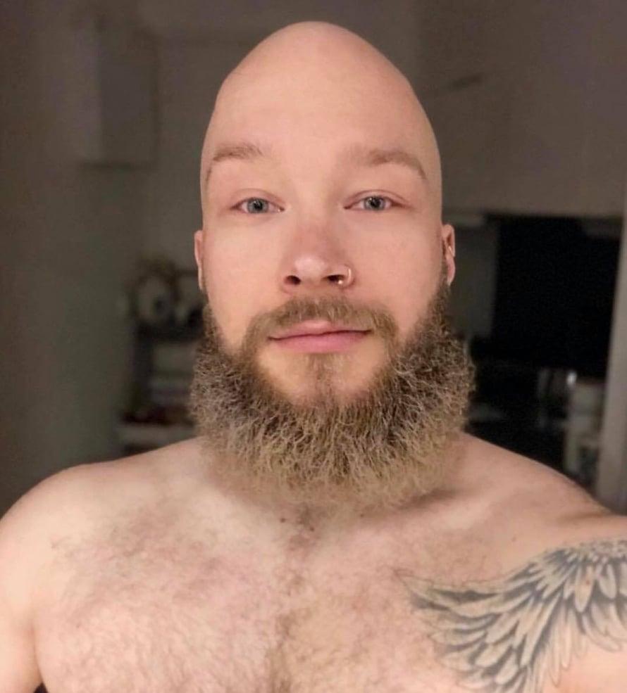 Aku kuvailee partaansa jäkäläkasaksi ilman metodia – silloin parta näyttää tältä.