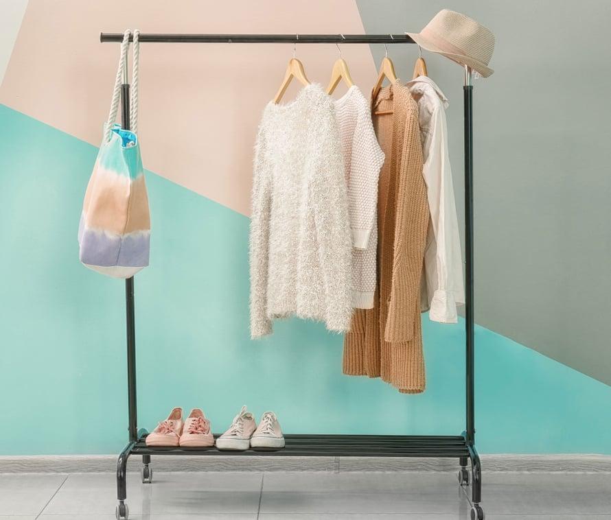 Olisikohan vaatteiden valitseminen helpompaa, jos niitä olisi vain muutama?