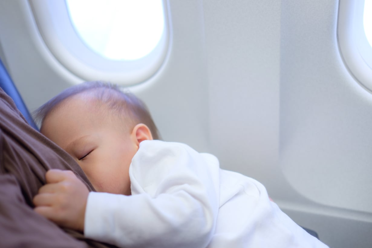 Kun vanhemmat pysyvät rauhallisina, rento matkatunnelma siirtyy helpommin lapseenkin.