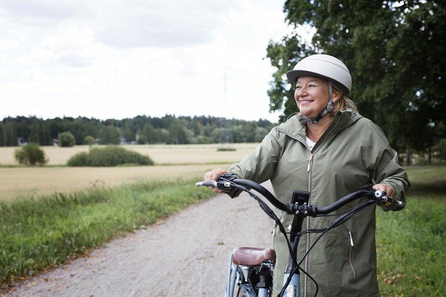 Sydänliiton pääsihteeri Tuija Braxilla on työsuhdepolkupyörä. Hän liikkuu kaupungissa mieluiten pyöräillen.